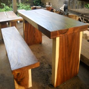 straight-wood-table